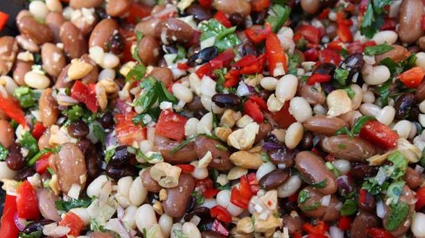 Billede af krydret salat med røde bønner
