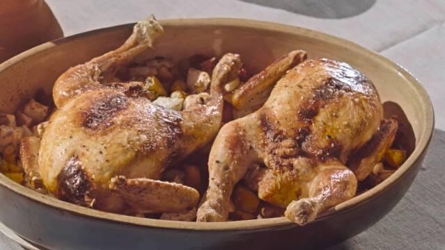 Kylling i fad med tørrede frugter og rodfrugter