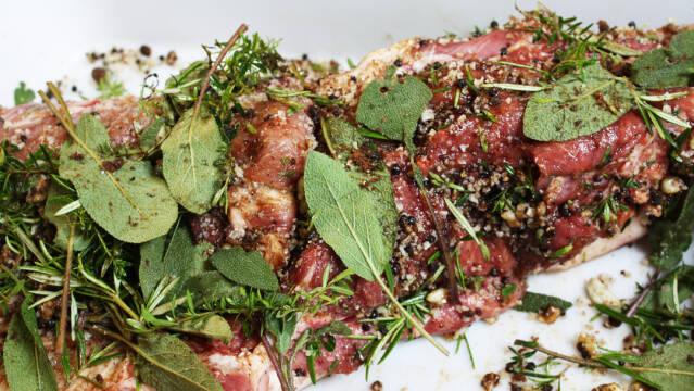 svinekam med paprika og salt som spansk tapasret