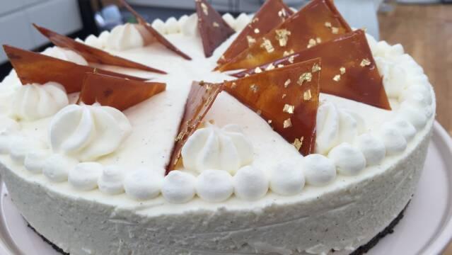 Billede af cheesecake med saltkaramel og hvid chokolade