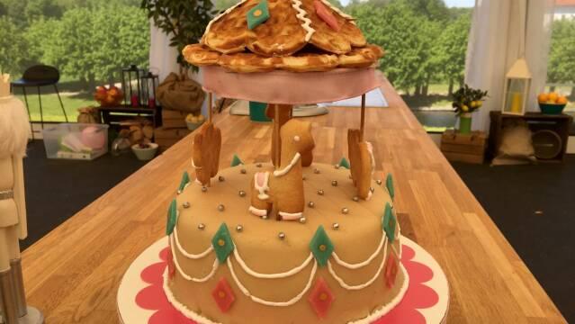 Billede af smuk karrusel-kage af pandekager og vafler