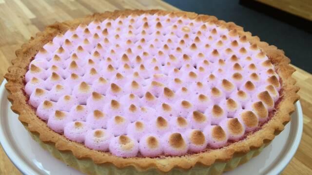 Billede af yndig ribstærte med pink marengs