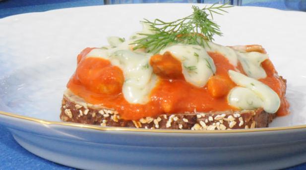 Billede af makrelsalat på rugbrød