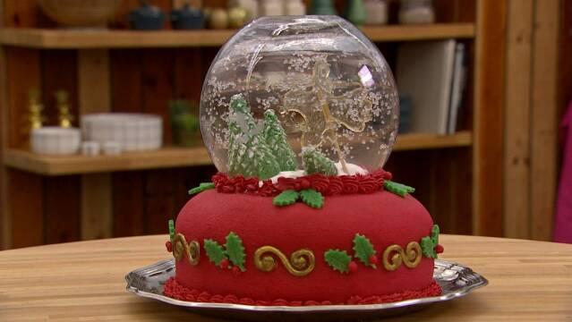 Smuk julekage med flot pynt på toppen