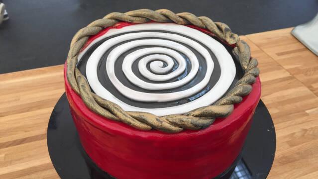 Kage med spiral på toppen