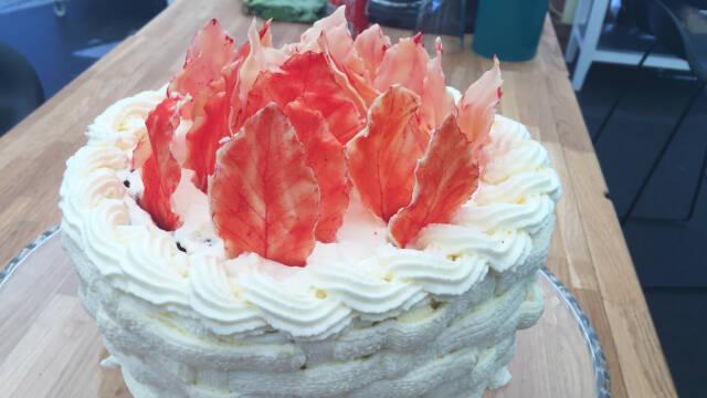 Kage med bøgeblade