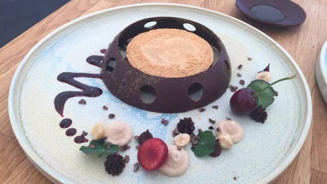 Chokoladedessert  på tallerken