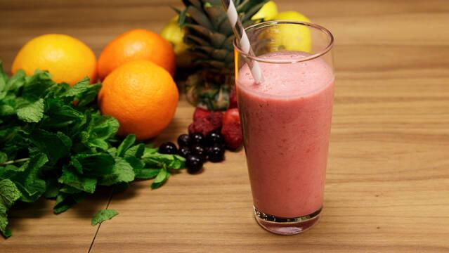 Melon-smoothie med hindbær og appelsinjuice