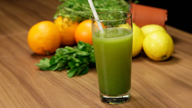 Mynte-juice med lime og ingefær
