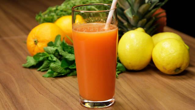 Juice med grape, gulerod og æble