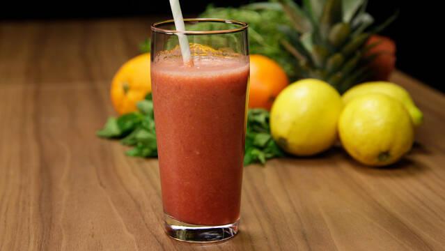 Hindbær-drik med appelsin og banan