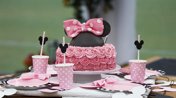 Lagkage som Minnie Mouse med sød vanilje