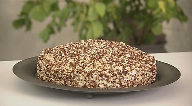 Moccalagkage med masser af nødder