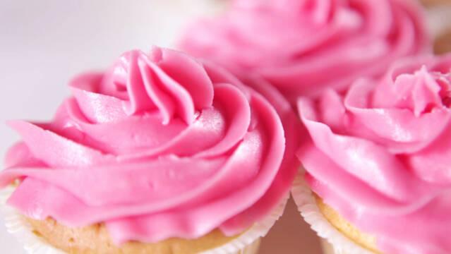 Flotte cupcakes med pink smørcreme