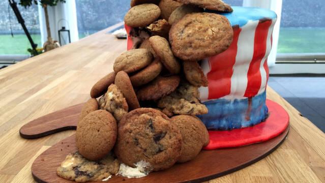 Banankage, smørcreme og cookies