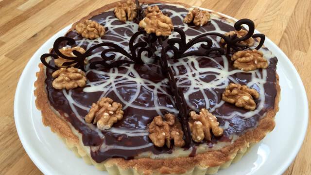 Tærte med valnødder, karamel og chokoladetrøffel