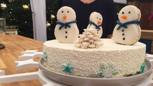 hvid kage med snelandskab