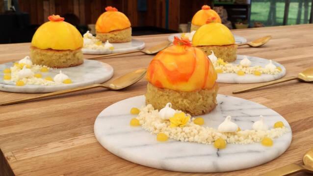 Dessert - mazarintærte, passionsfrugt, mousse og marengs