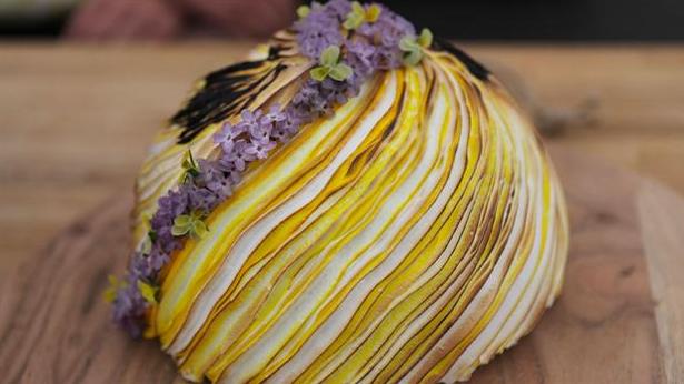 Omelet en Surprise med citron og mareng i flotte striber