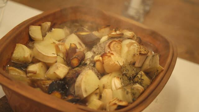 One-pot steg i stegeso med okeskød og kartofler