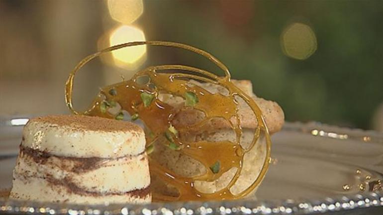 Smuk dessert med karamel og æble