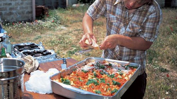 Jamie Oliver giver pastaretten den sidste topping