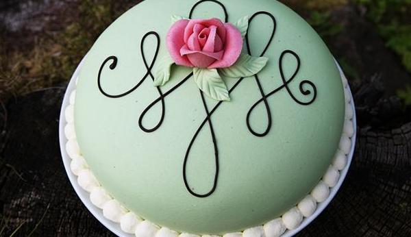 Svensk fødselsdagslagkage med kongelig inspiration