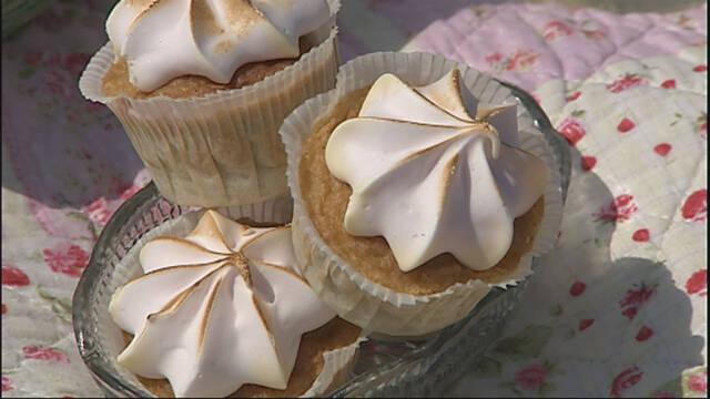 Billede af cupcakes med rabarber og brændt icing