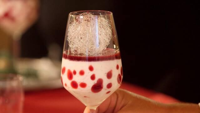 Juledesserten risalamande serveret smukt i glas