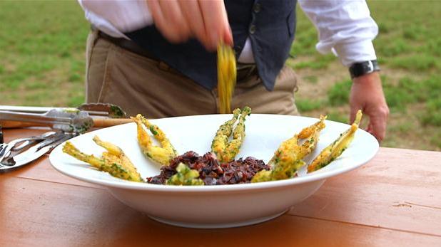 Billede af risotto af røde ris fra Camargue og sprødstegte frølår.