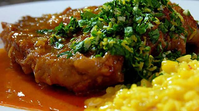 Risotto milanese serveret til ossobuco