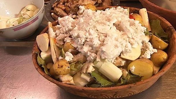 Rodfrugter bagt i kokosmælk i lerfad