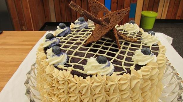 Billede af rugbrødslagkage med blåbær