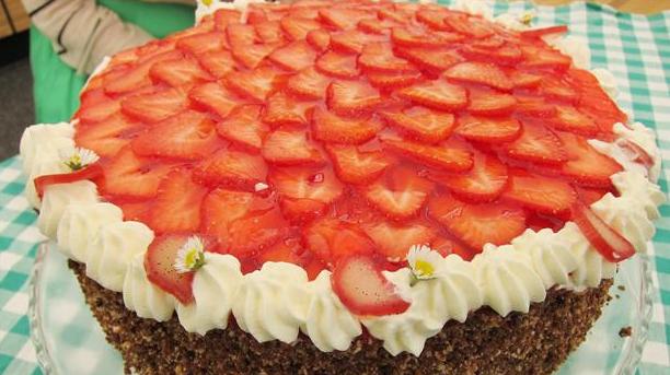 Billede af rugbrødslagkage med jordbær