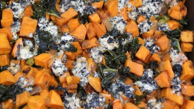 kartofler, grønkål og blåskimmelost.