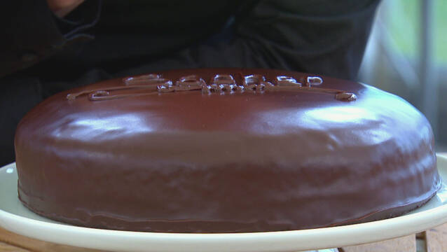 Chokoladeovertrukken kage