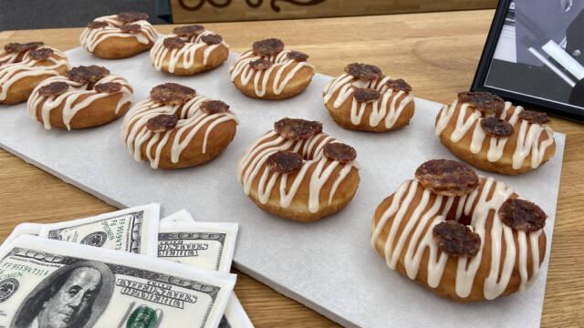Donuts med ahornsirup og kandiseret bacon