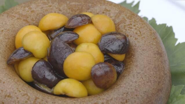 Savarin serevert med marinerede frugter