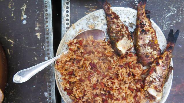 Skalle i jerk med brune ris og bønner