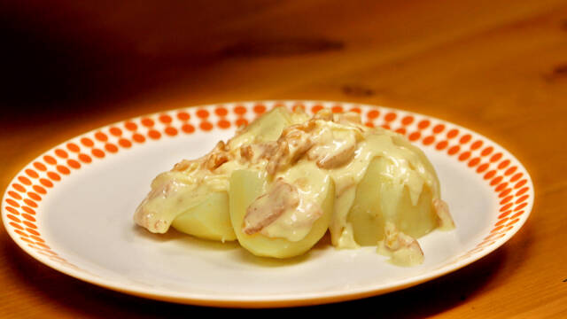 Billede af skrædderduels med kartofler og røget flæsk