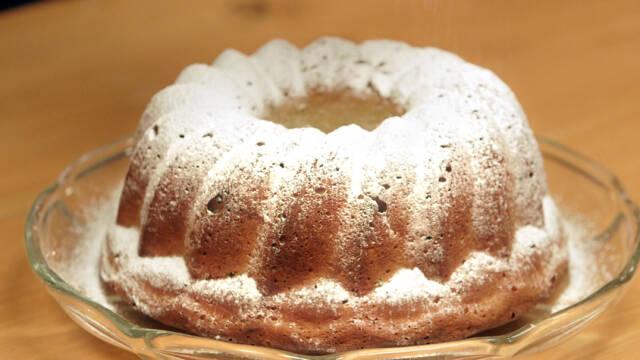 Billede af søsterkage med tørret frugt og flormelis
