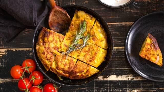 Spansk omelet bagt i pande