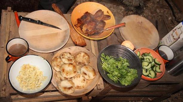 Majsboller, flæsk og agurker