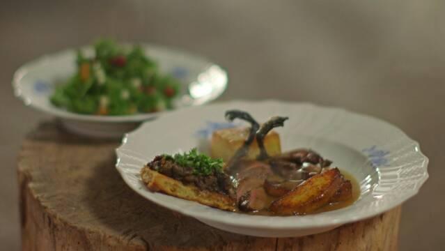 Stegte krikænder med kartofler og grønkålssalat
