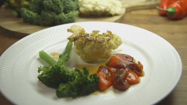 Friske grøntsager på tallerken