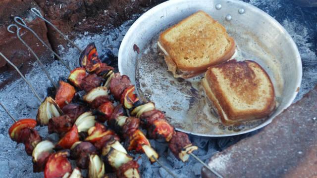 toast og grillede spyd