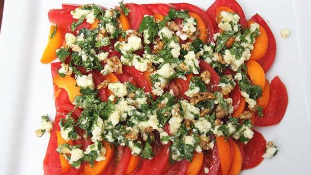 Frisk tomatsalat med koriander og feta