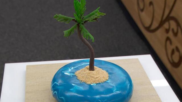 kage med palme på en øde ø