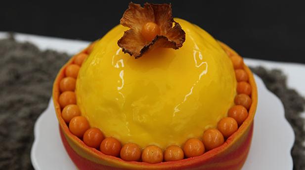 Solkage med ananas og mango.