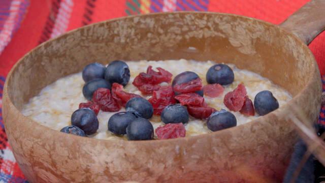 Scottish porridge, grød, med bær på toppen